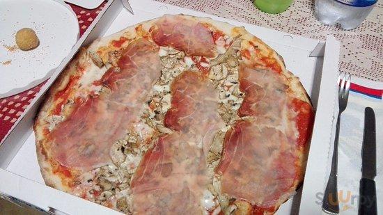 Pizza con prosciutto e funghi