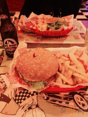 Chicket Fried Burger e Hamburgher little