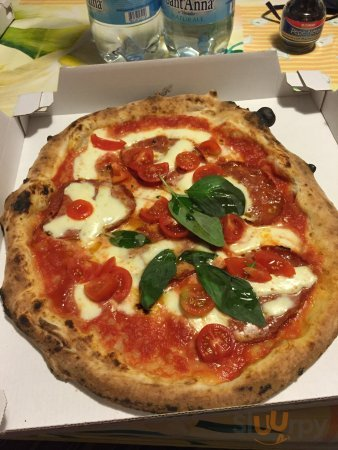 Pizza bufala pomodoro pomodorini