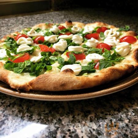 Pizza pomodorini rucola crema di ricotta