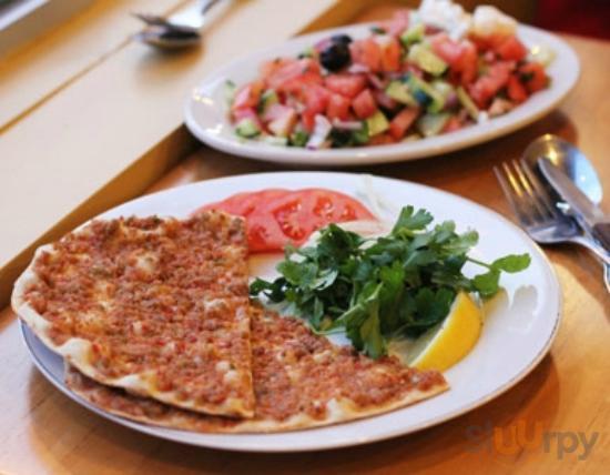 pizza turca e insalata