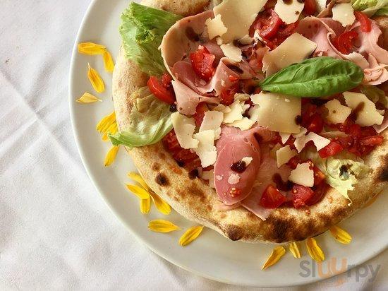 Cicio alta: prosciutto cotto Marengo, parmigiano a scaglie,lattuga,pomodorini, bufala e balsamic
