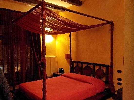 """Bed and Breakfast """"Muro Torto Cairoli"""""""