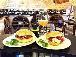 Trulli E Puglia Wine Bar, Alberobello