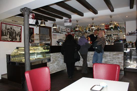Bar-café Tenda Rossa, Muggia