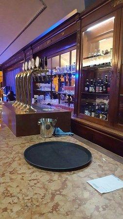 Foto del ristorante Avalon Pub