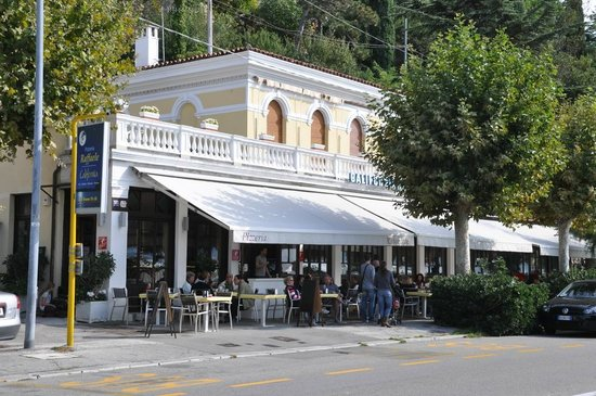 Raffaele Al California, Trieste