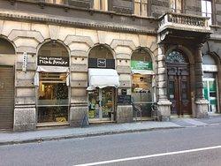 Deluxe, Trieste
