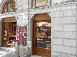 I Love Sweet, Trieste