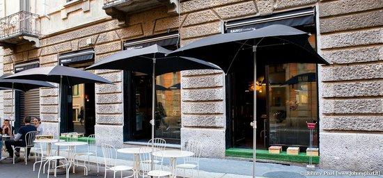 Ral8022, Milano