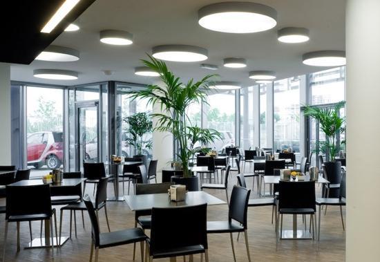 Mercedes-benz Cafe, Milano