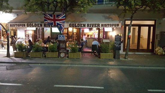 Foto del ristorante Golden River Pub
