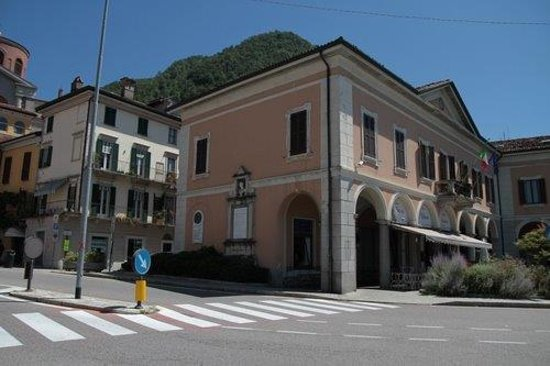 Monumento a Giovanni Battista Monteggia