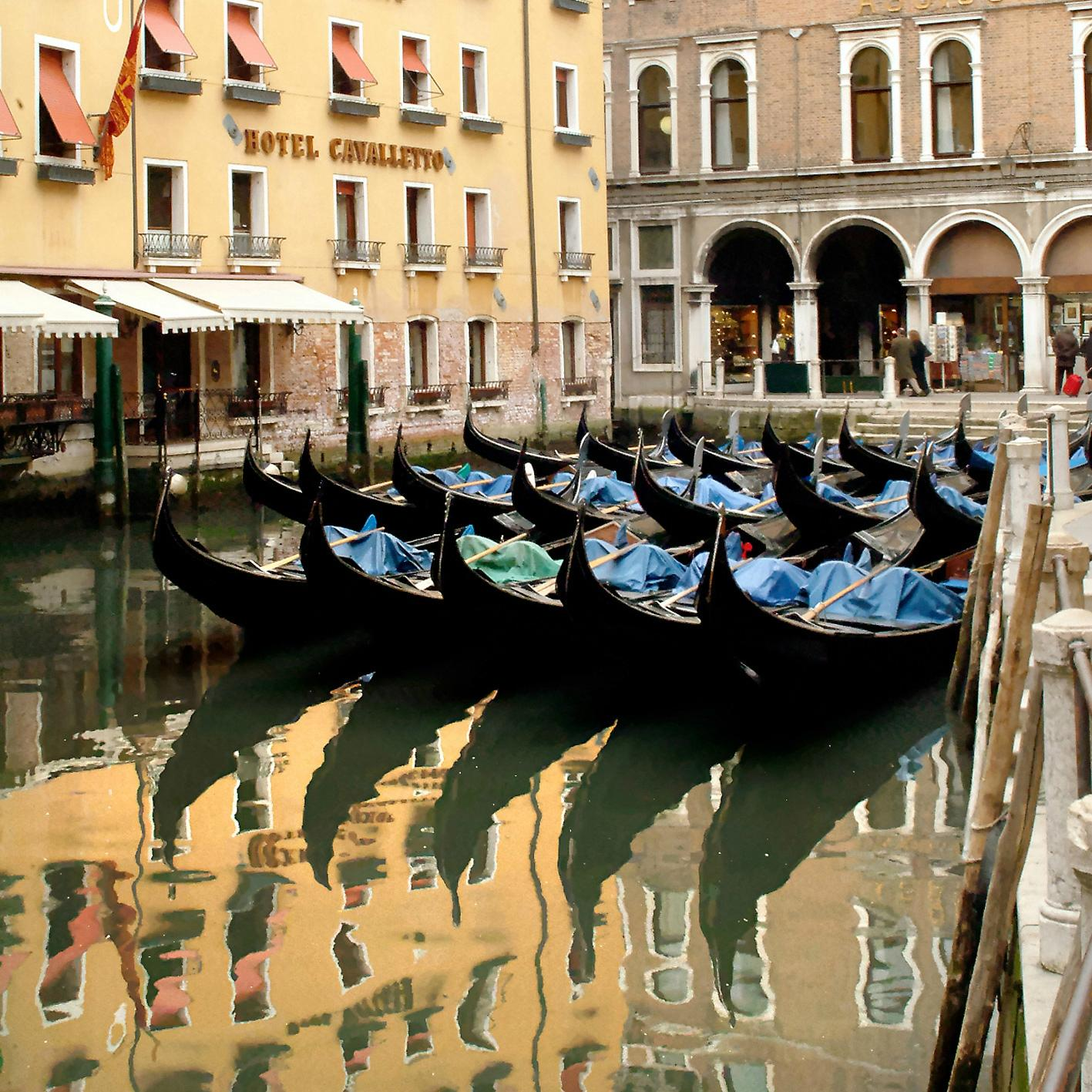 Michelangelo Photographic Agency - Photography Service in Gondola
