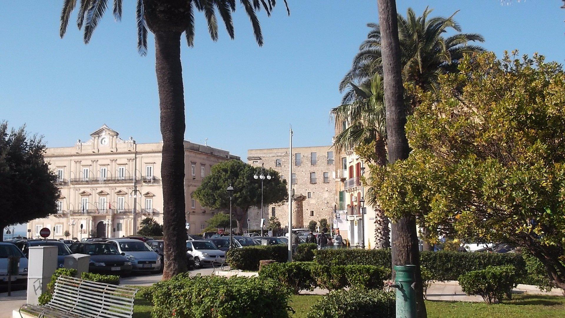 Risultati immagini per piazza castello taranto