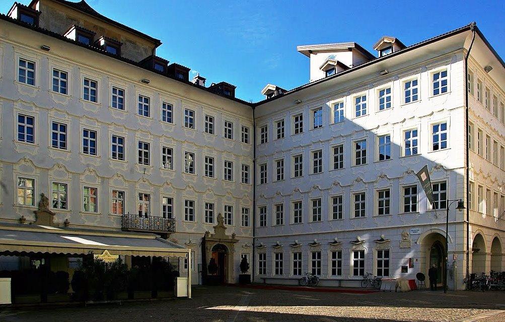 Palazzo Poch (Kaiserkrone)